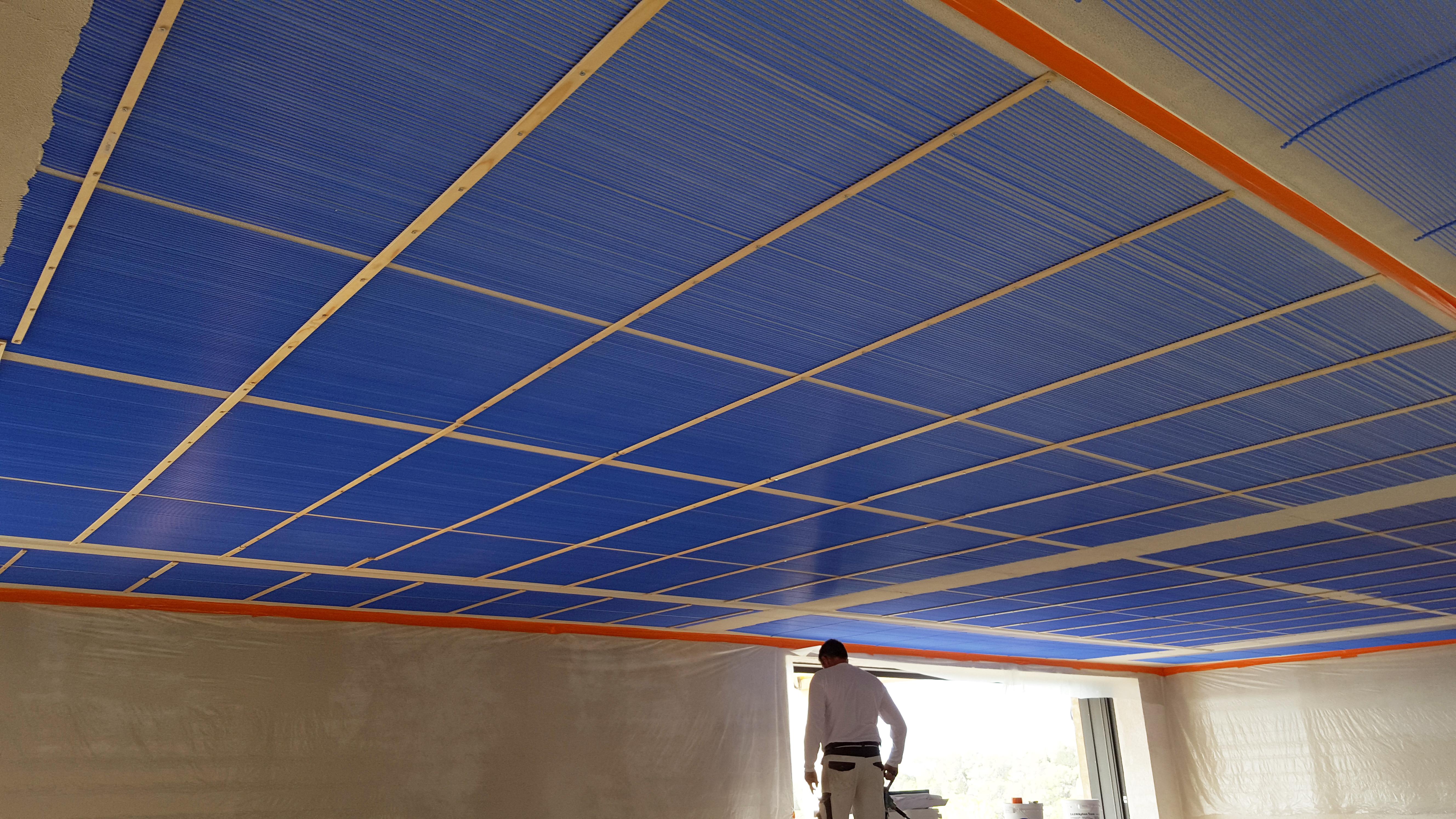 Plafond climatisant acoustique
